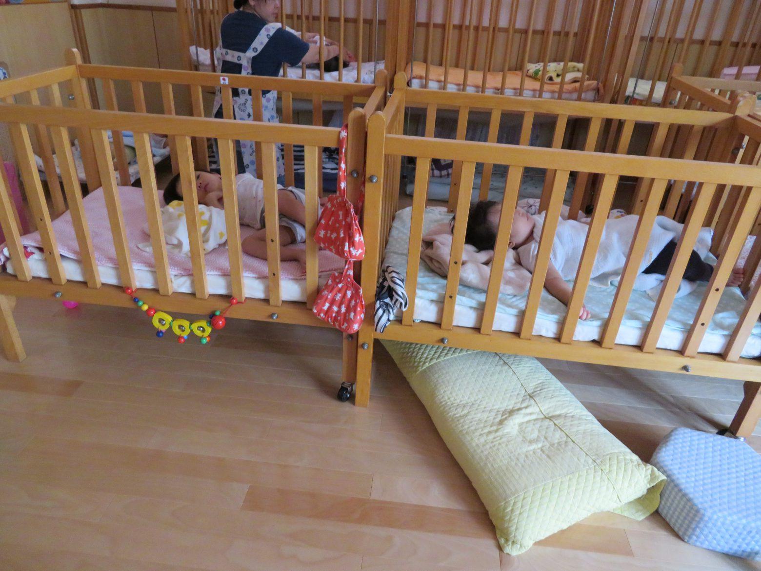 午睡(0歳児はベッド)